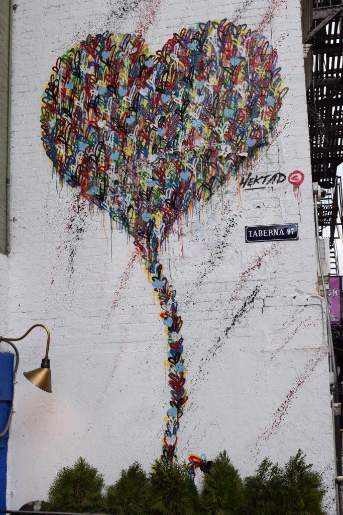 hektad heart street art
